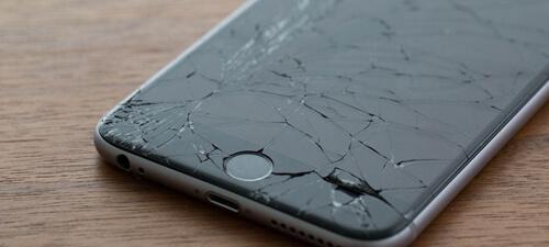 iPhone avec l'écran cassé